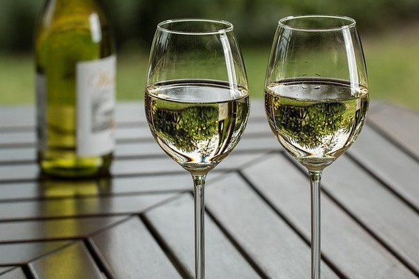 White Wine Is An OK Alcohol and Keto Diet